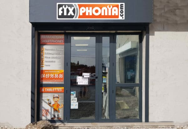Devanture d'une boutique de la franchise Fix Phonia